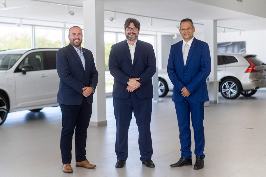 Christian Alvarado, gerente de ventas, César García, Volvo., director regional de Portafolio de Vehículo
