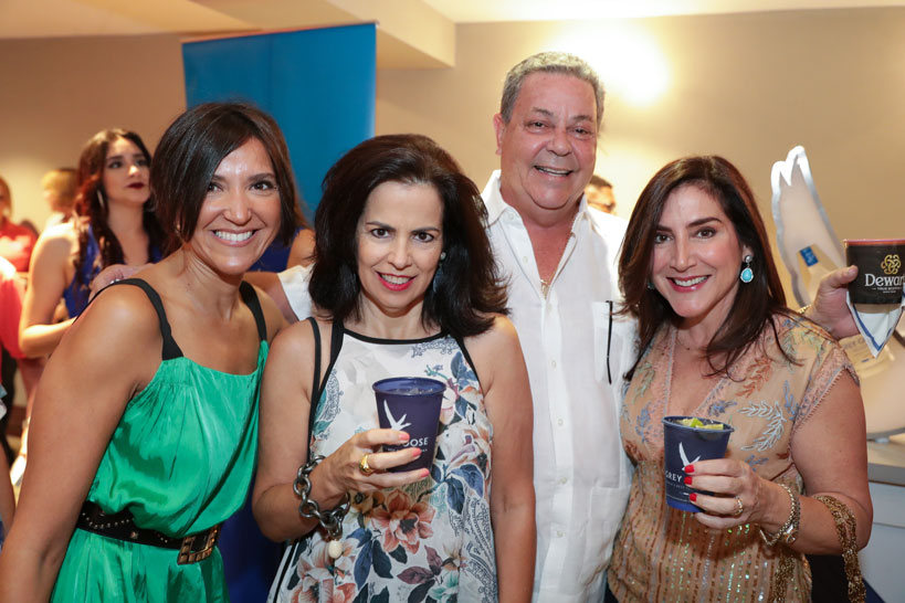 Maribel González, Beckie Iturregui, Larry Nadal y Luisa Mercedes Nadal