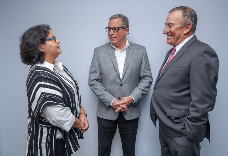 Brenda Cardona de FRM, Alberto Cabrer y Manolo Cidre de FHP.