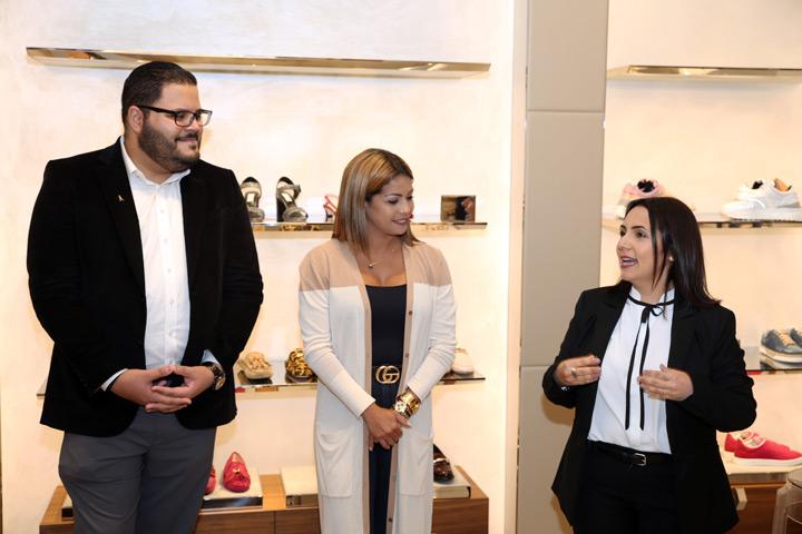 José Vázquez, Xiomara Rosado junto a Sheila Hernandez gerente de Tod's