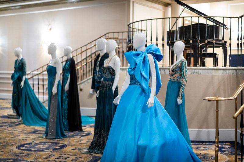 En el Foyer del Hotel San Juan, diseños Teal recibían los invitados.
