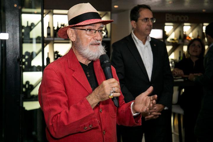 Antonio Martorell se dirige a los invitados.