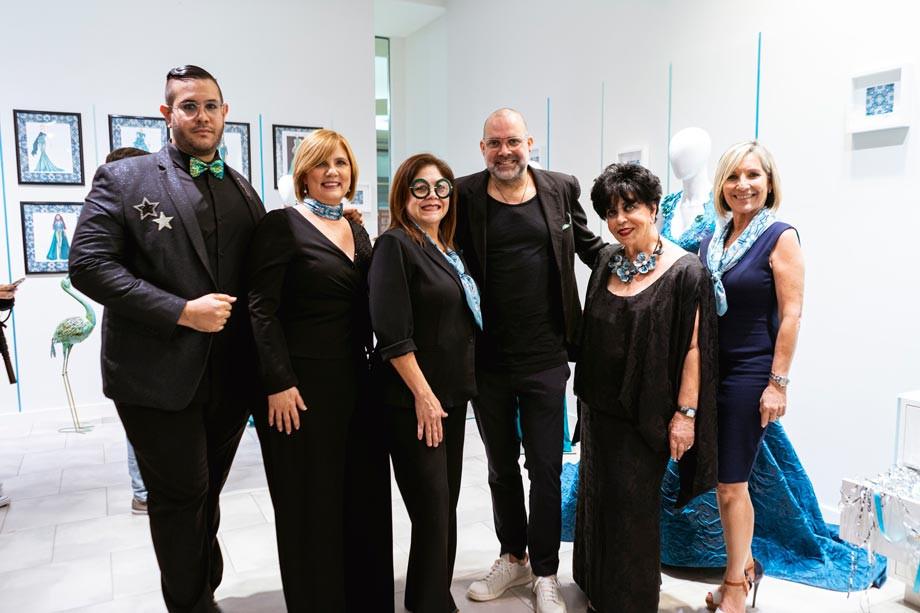 Joseph Daponte, pres de Concilio de la Moda, Lilliam Rodriguez de Voces, Sonia Rivera, Carlotta Alfaro y Mayra Plumey