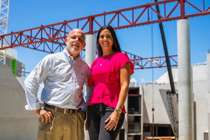 Abelardo Ruiz & Monica Cabrera, el Distrito