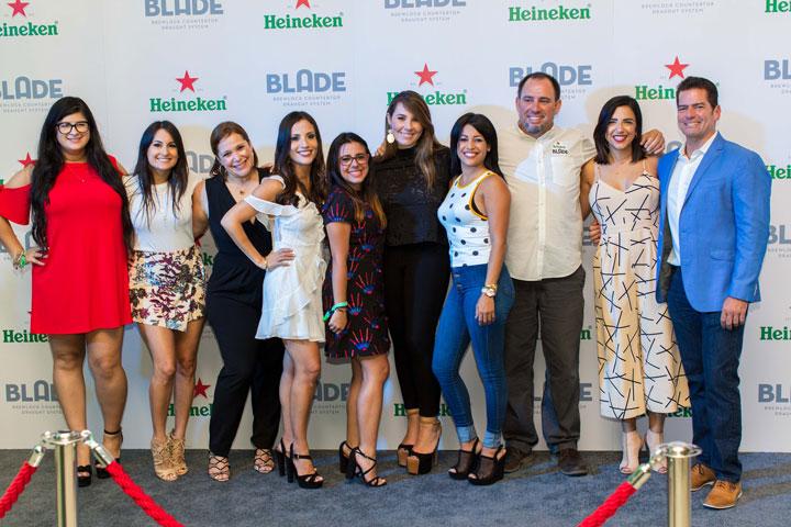 Equipo de trabajo de Méndez & Co. celebra el lanzamiento de BLADE en la alfombra verde