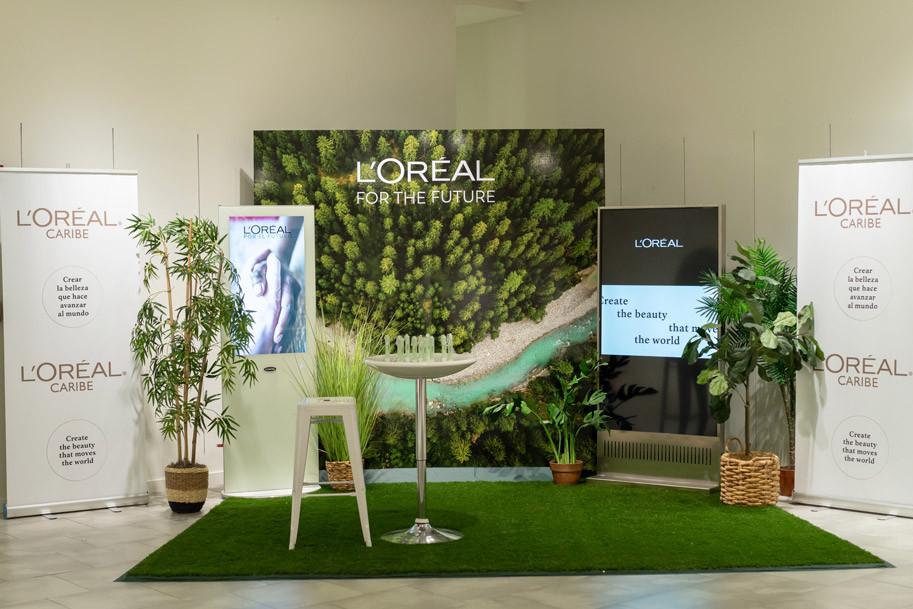 Booth L'Oreal For The Future en Tu Comunidad Tiene una Plaza en Plaza Las Américas, L'Oréal Caribe, Kiehl's y Basura Cero