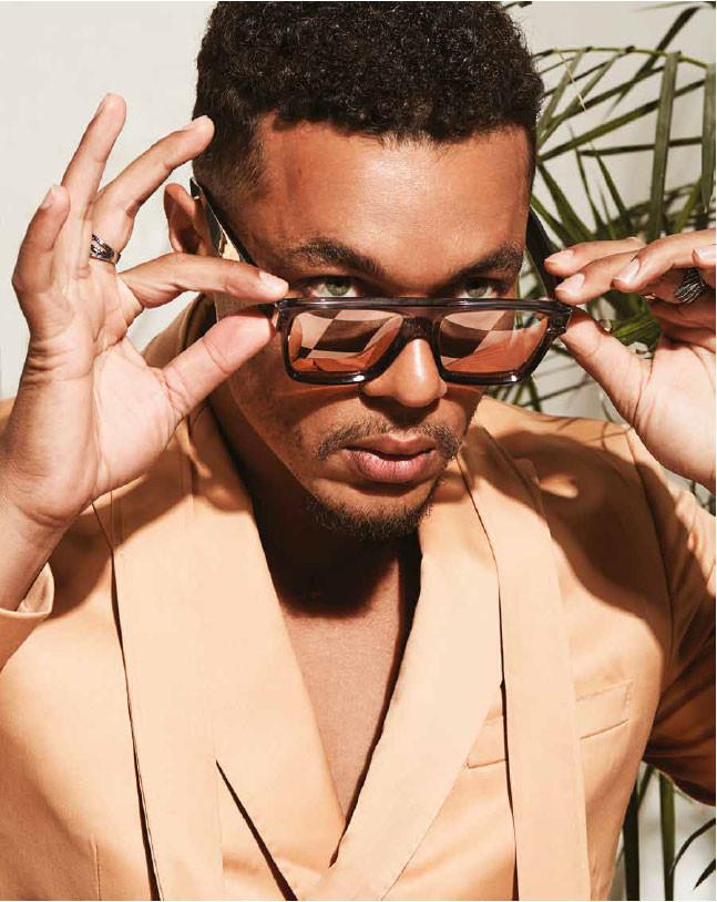 Gafas, de Cutler and Gross. Chaqueta de Carlos Campos. In Puerto Rico Magazine