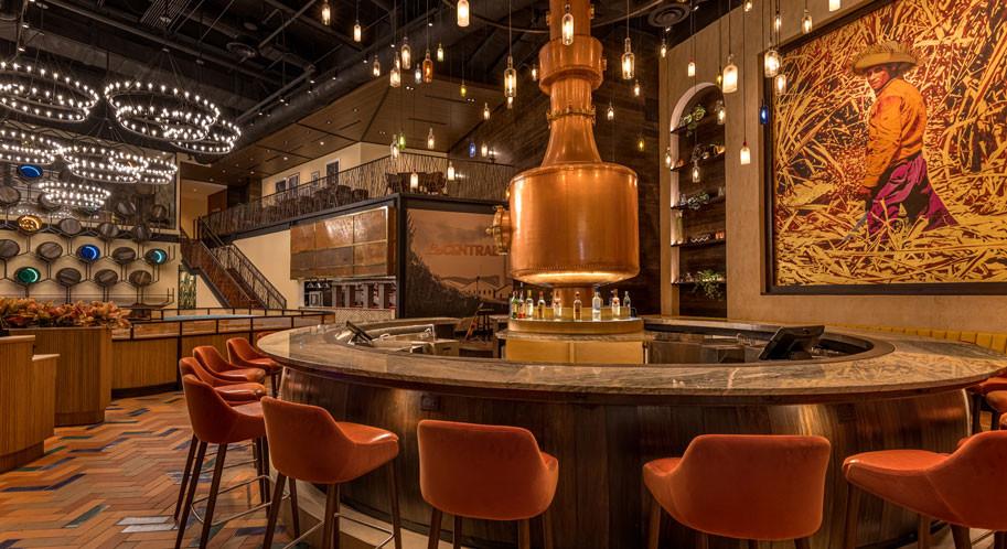 La Central - area de bar y alambique, obra de Carlos Mercado, La central