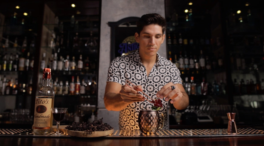 Bartender IN House, Flor de texas, IN Puerto Rico Magazine