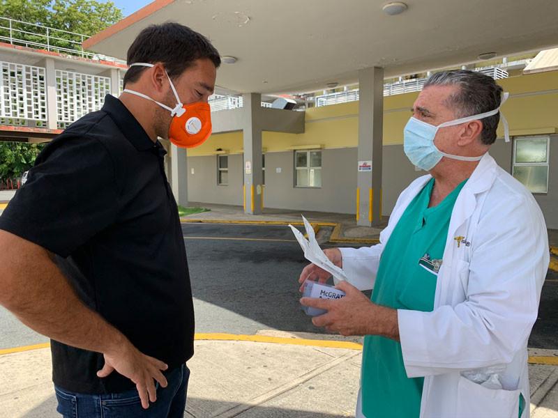 Entrega de video laringoscopios a trauma, Direct Relief.