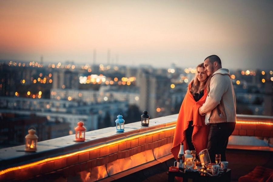 Романтический ужин на крыше дома