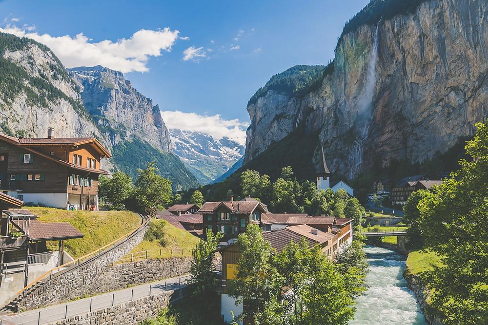Старны с двумя или более официальными языками: Швейцария
