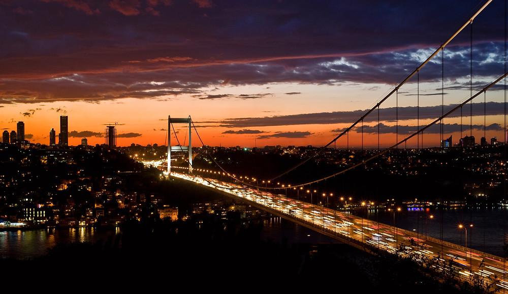 Мост Фатих Султан через Босфор в Стамбуле