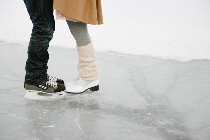 Катание на коньках с девушкой