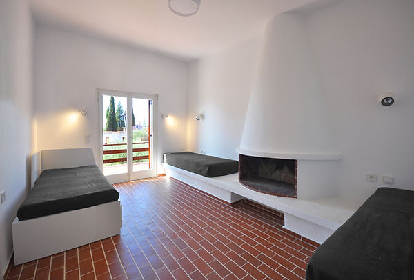 Living Room 01.jpg
