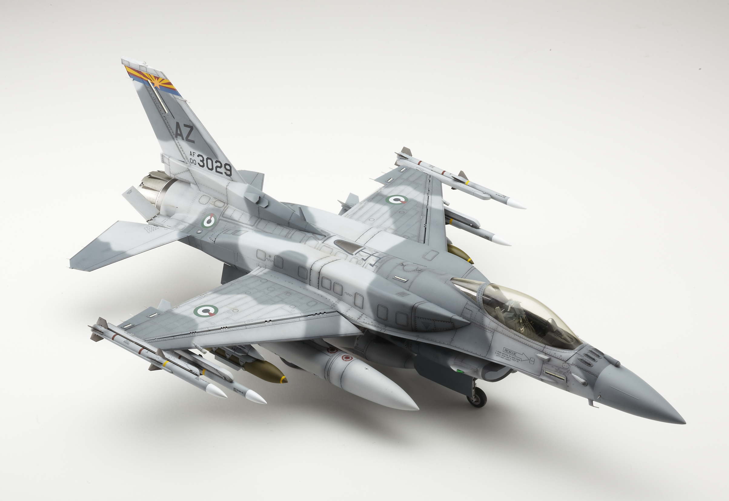 1/32 Tamiya UAE F-16E