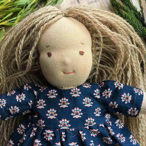 Кукла-блондинка в синем платье