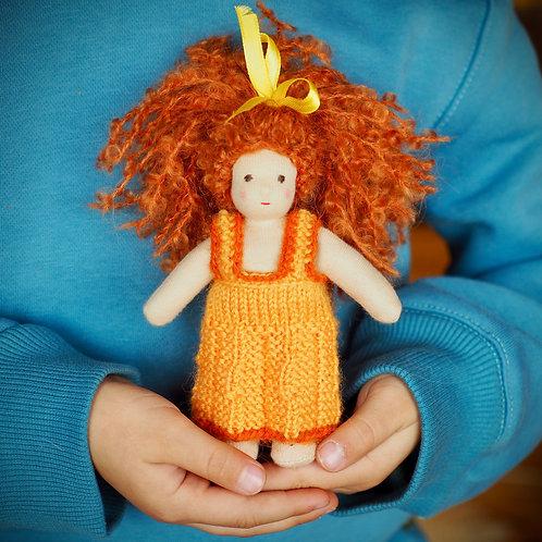 Крошка в желтом платье.