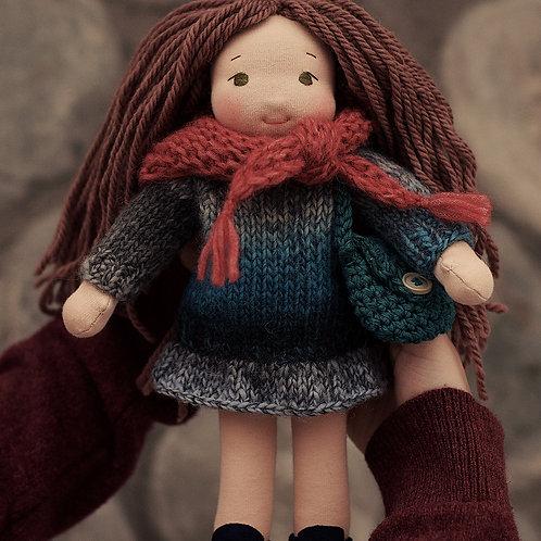 Девочка в вязаном платье.