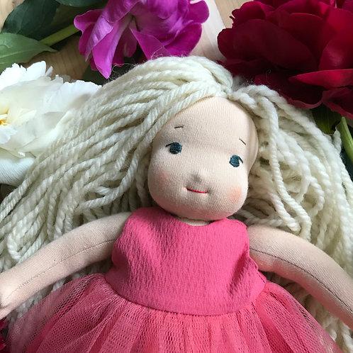 Девочка в розовом бальном платье