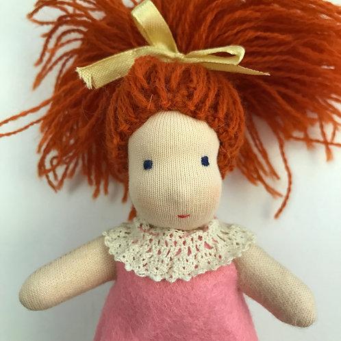 Рыжая малышка с прямыми волосами