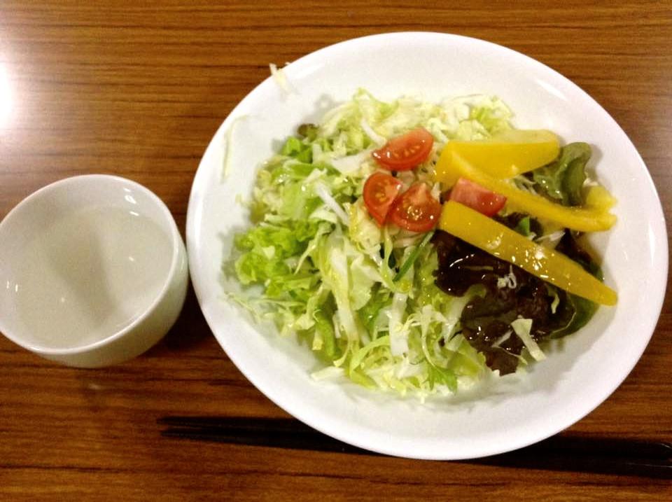 断食、野菜サラダ