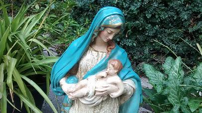 buena madre en el patio (1).jpg