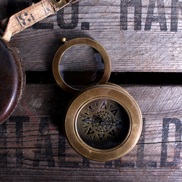 MAGNIFYING COMPASS  £30.00