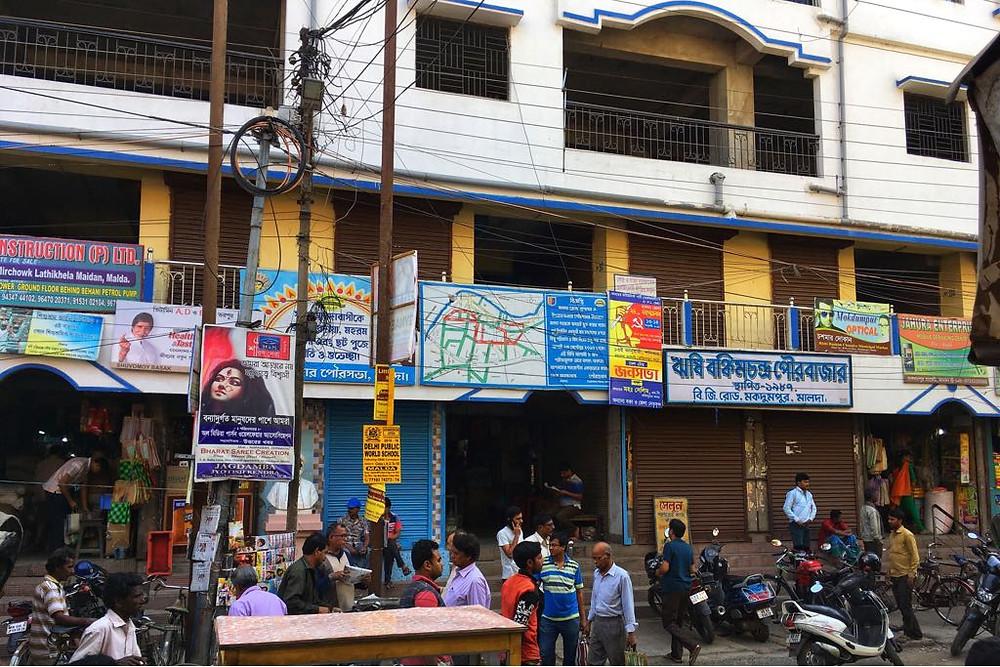 মকদুমপুর বাজারে ব্যবসায়ী ও ফ্ল্যাট মালিকদের বিবাদ