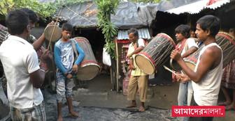 পুজোর ৩৩ দিন বাকি, ডাক না পাওয়ার আশঙ্কায় জেলার ঢাকিরা