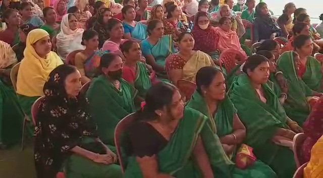 Anganwari workers in the staff meeting, complained to the Election Commission