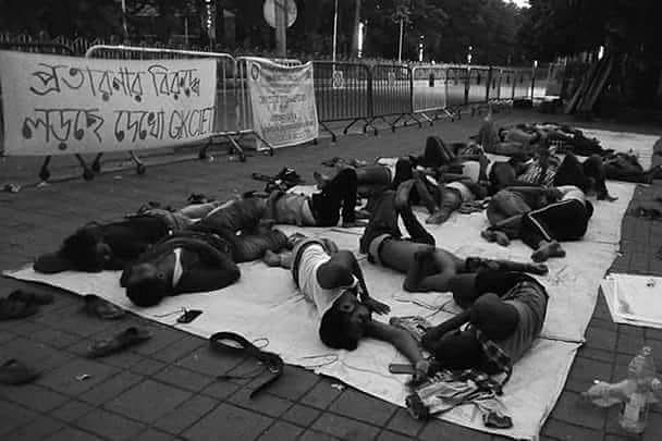 কলকাতার ফুটপাথে অনশনে গনি ইঞ্জিনিয়ারিং-এর ছাত্ররা