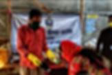 লকডাউনে যৌনকর্মীদের হাতে ত্রাণ তুলে দিল রামকৃষ্ণ মিশন