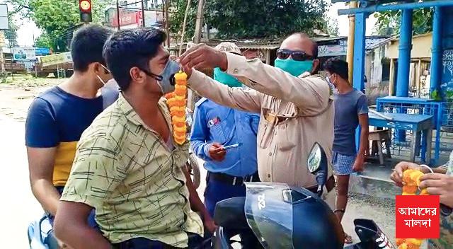 Police garland lockdown violators in old malda