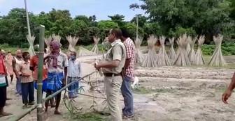 জমির ন্যায্যমূল্যের দাবিতে বাইপাসের কাজ আটকে বিক্ষোভে কৃষকরা