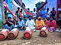 মহার্ঘ এলপিজিঃ উনুনে রান্না করে বিক্ষোভ হরিশ্চন্দ্রপুরে