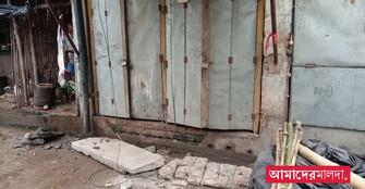 বাজারে দুর্ঘটনায় আহত ব্যবসায়ী, পুরসভার বিরুদ্ধে ক্ষোভ