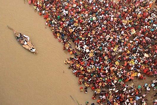 ছট পুজোয় স্নানে কালিন্দ্রীতে তলিয়ে গেল কিশোর