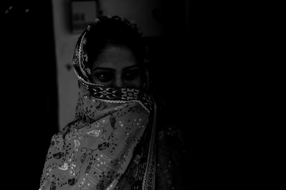 Ratua Woman stages dharna in front of husband's house