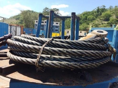 Aduchadora para cabo de aço para enrolar trechos pequenos de cabos.