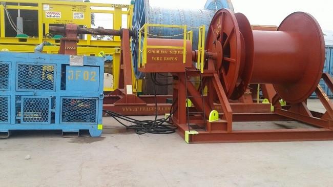 Cavalete com sistema de unidade hidráulica conectados