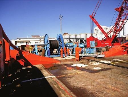 Manuseio de cabos em embarcações