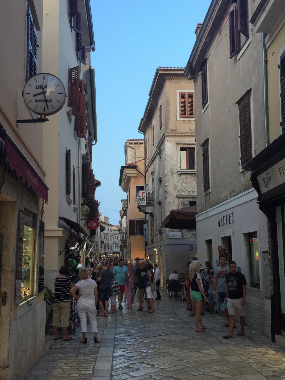 decumanus-street