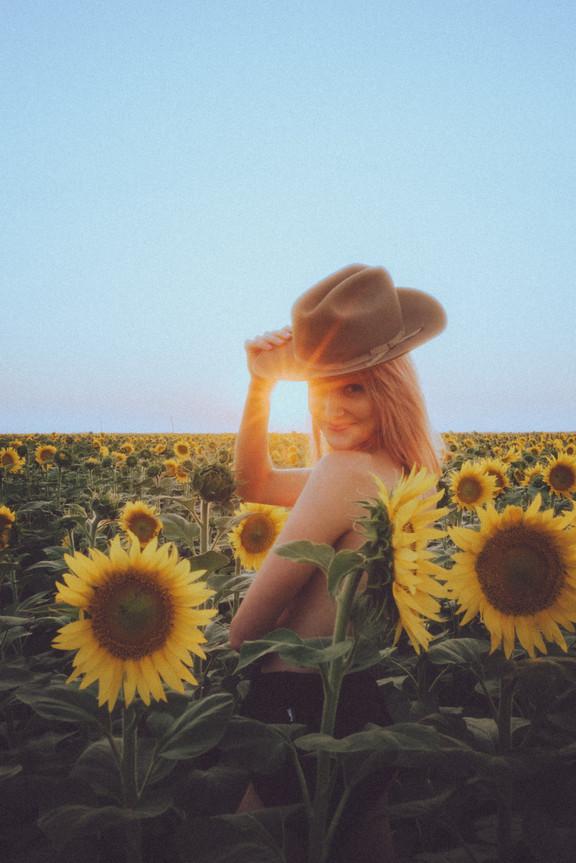 Hannah Schmidt Sunflower Wheat Portraits-3899.jpg