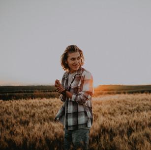 wheat field portraits-2.jpg