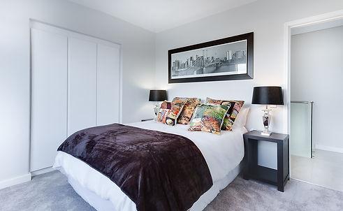 modern-minimalist-bedroom-3100786_1280.j