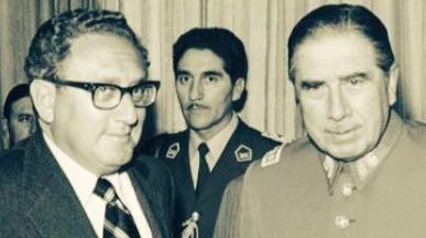 El falso patriotismo Pinochetista y de la derecha chilena.