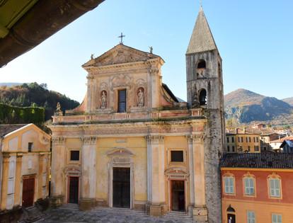 Parvis de la Cathédrale Saint Mich