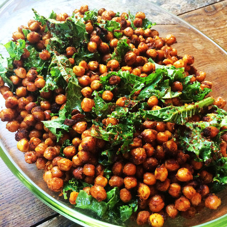 Soiced crispy kale and chickpeas