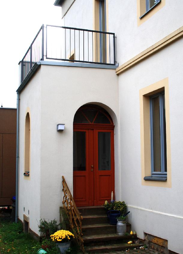 w villa-alma_eingang.png